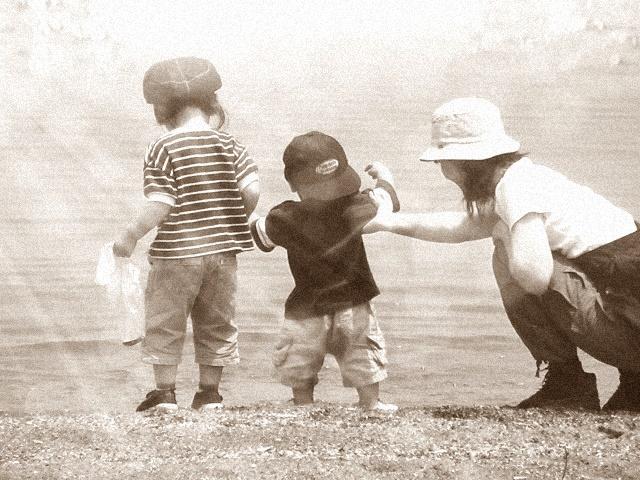 子供2人と母親
